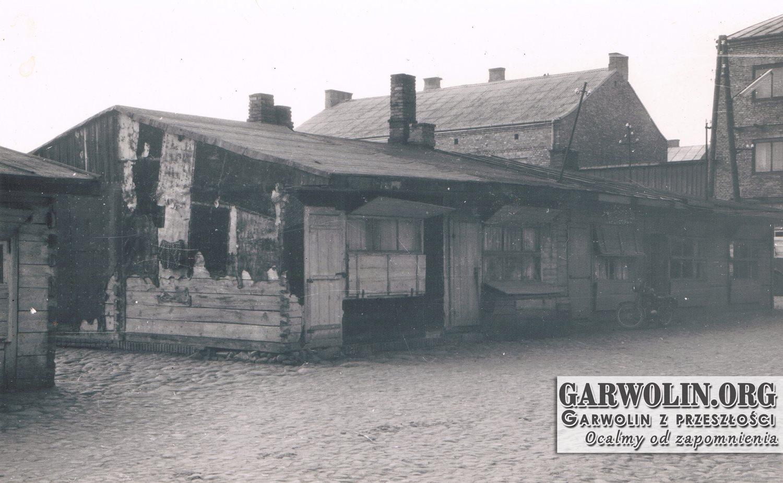 Budki na skwerze w centrum Garwolina