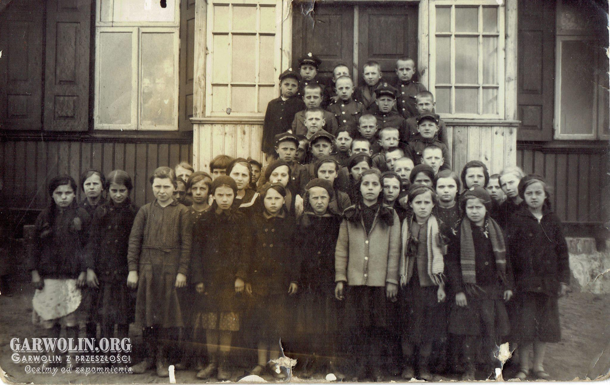 Stara szkoła w Górznie ok. 1935 r.