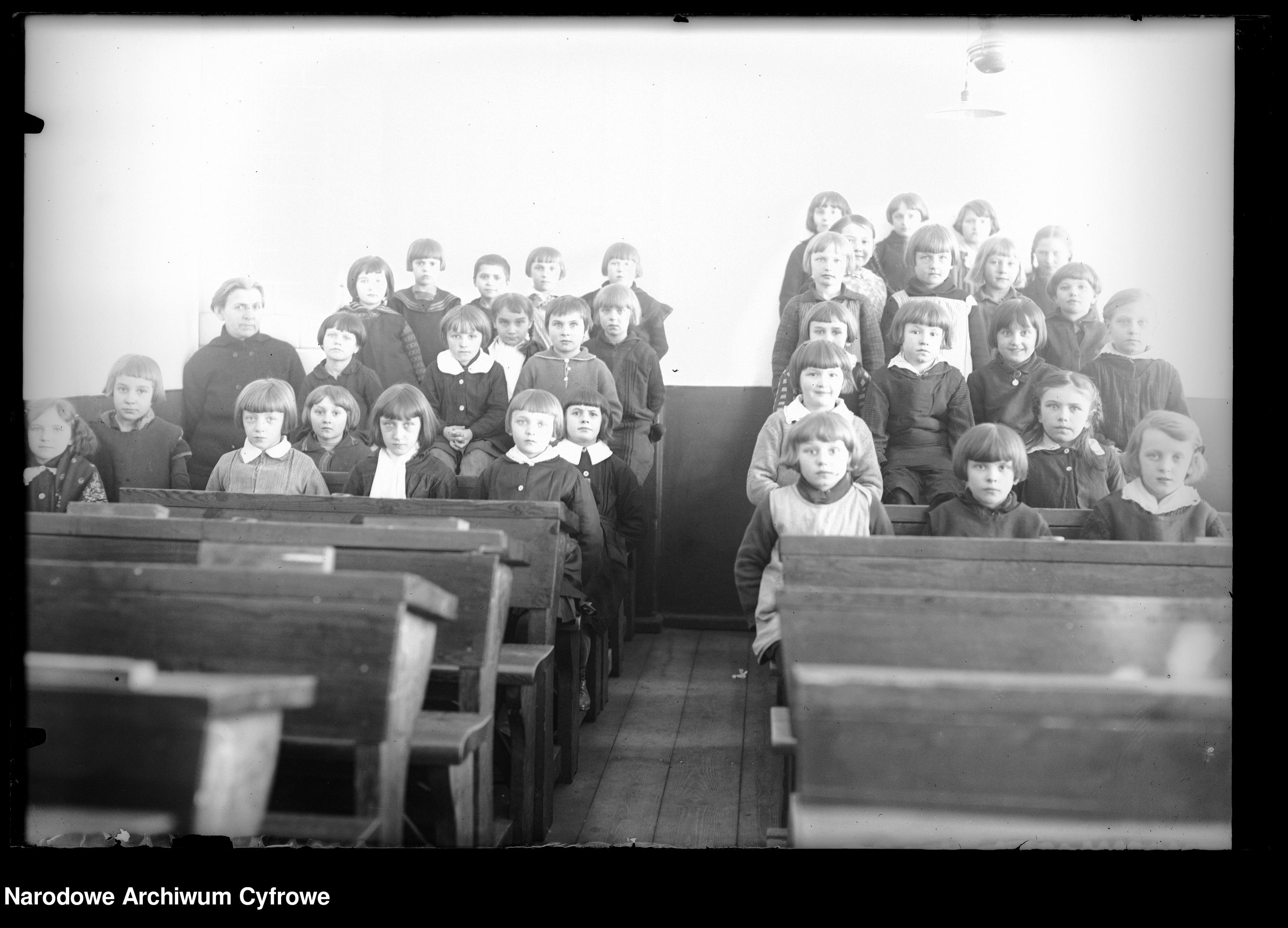 Szkoła powszechna w Garwolinie 1932 r.