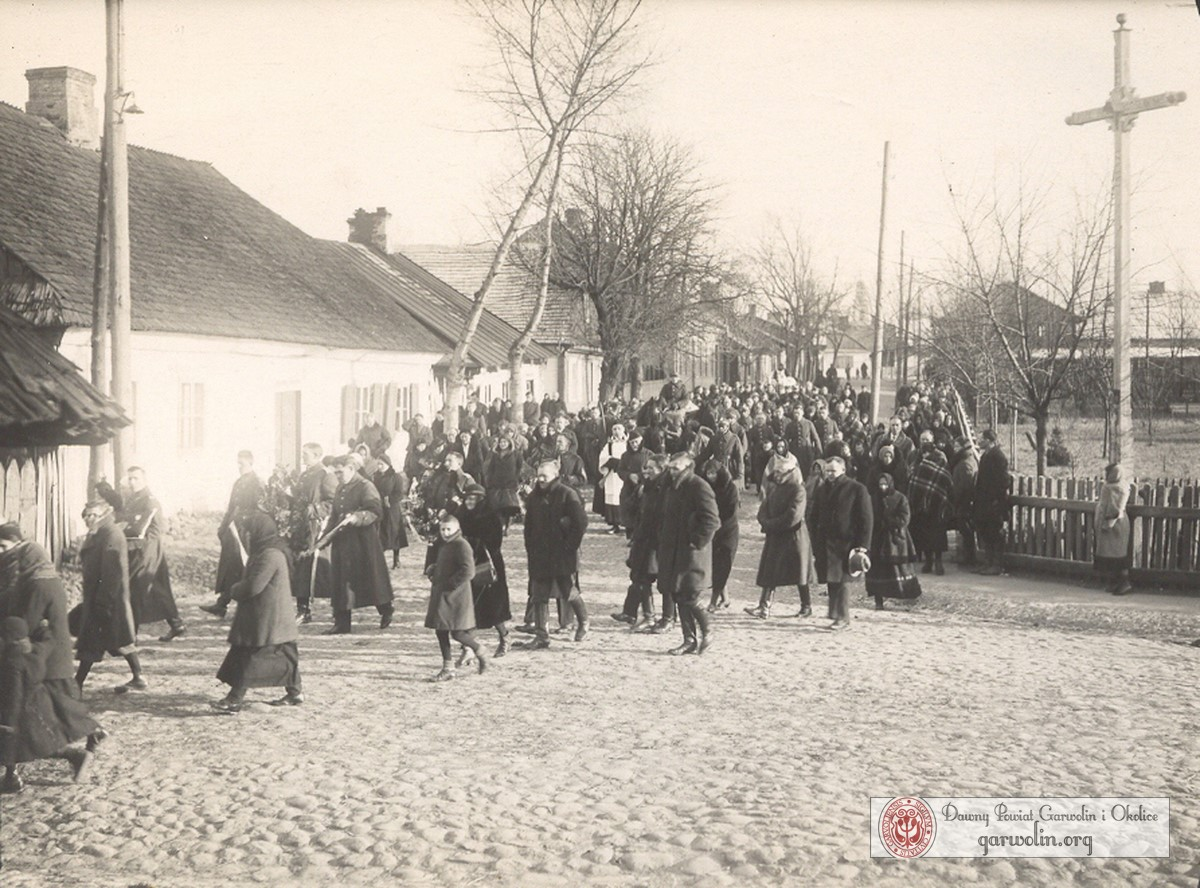Kondukt pogrzebowy na u. Długiej przed wojną