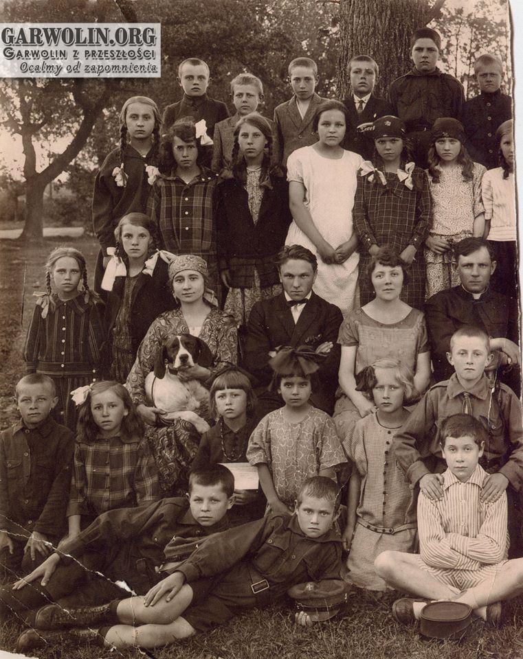 Szkoła w Trąbkach - lata 20. XX w.