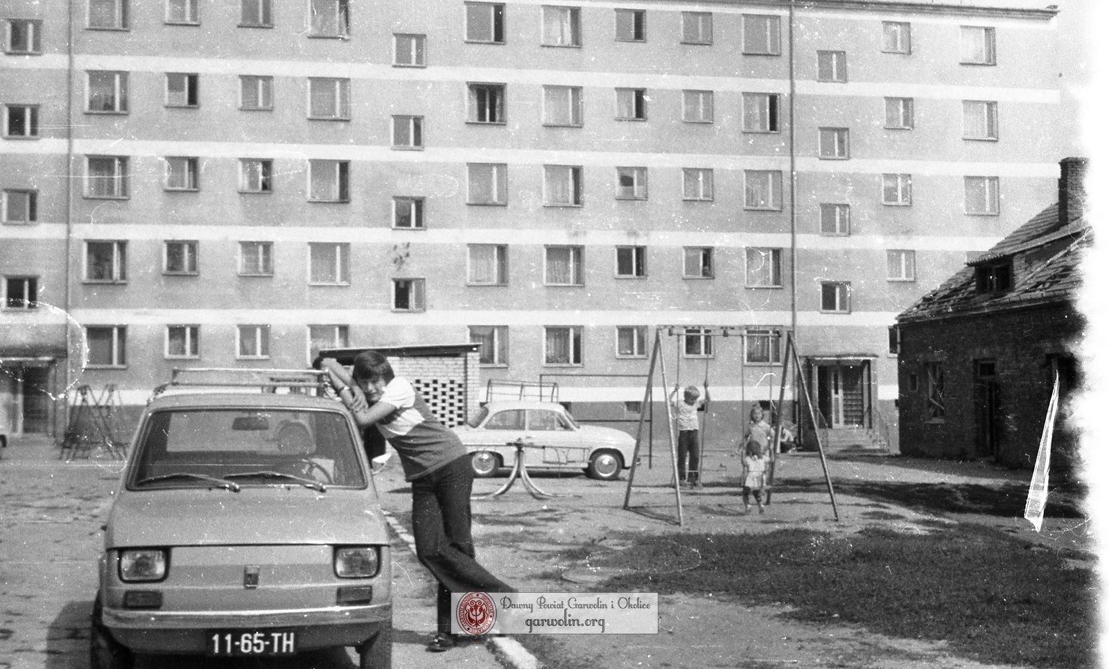 Blok i podwórko przy Senatorskiej 3 #dzieńzbasią